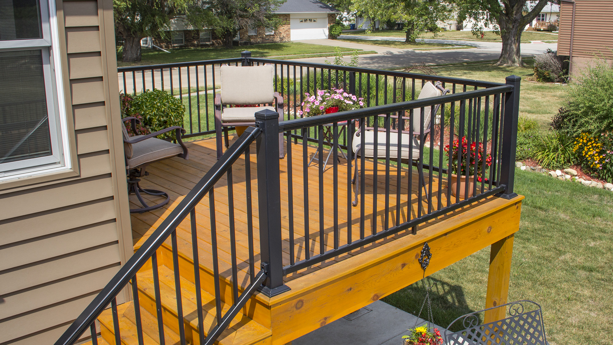 Aluminum deck railing finest with
